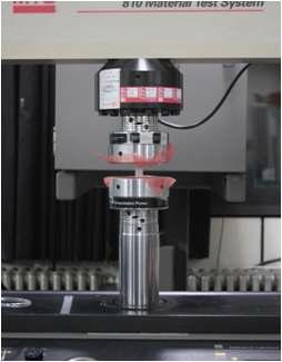 압축 시험 시편과 만능 재료 시험기(UTM)
