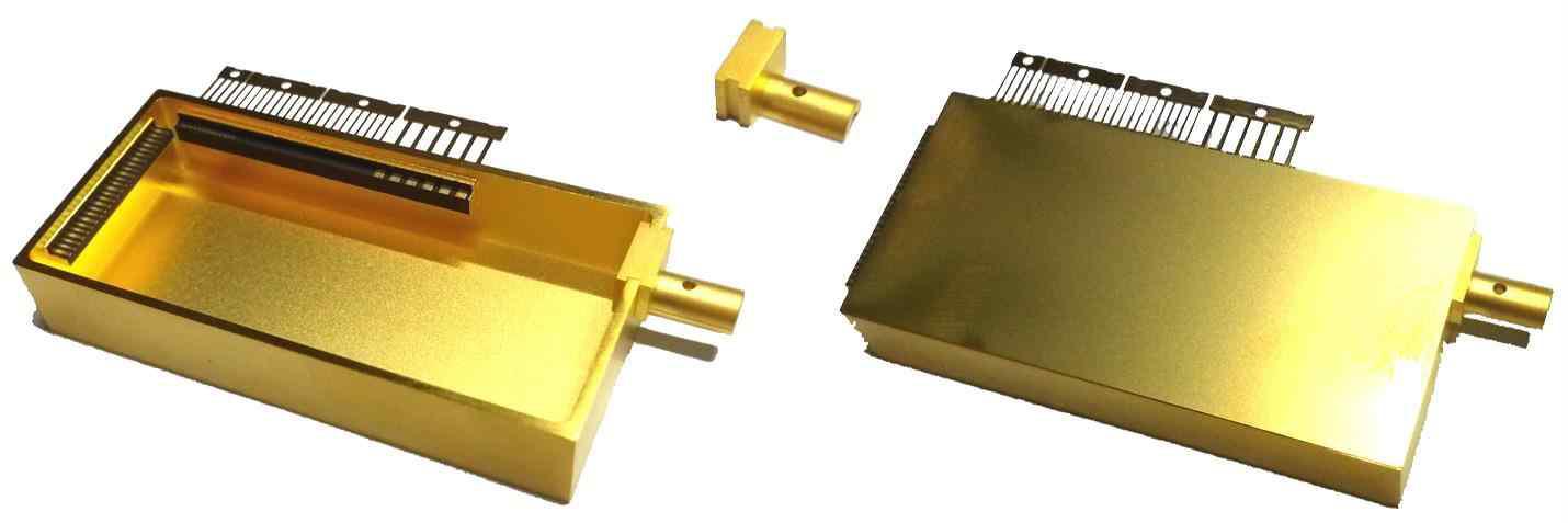 패키지용 butterfly case (좌,우) 및 hermertic sealing용 half pipe (중)