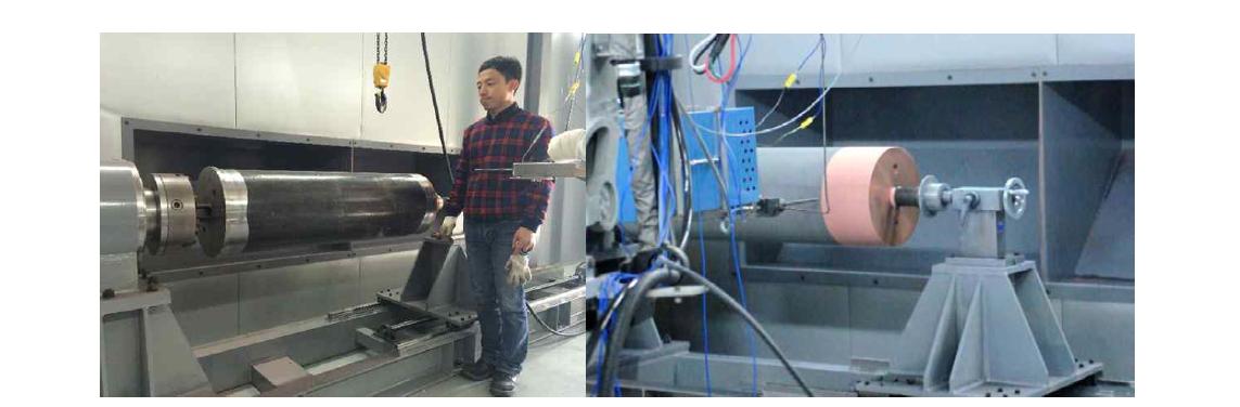 중규모 처분용기의 저온분사코팅 회전지그 장착(좌)과 코팅 공정 사진(우)