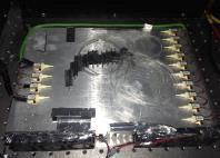 976 nm 고출력 자유 발진 레이저용 펌프 배열